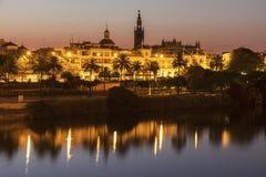 Architecture de Séville le long de rivière du Guadalquivir Photos stock