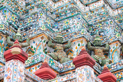 Architecture de temple avec le yaksha Image stock
