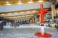 Architecture de terminal de départ d'aéroport international d'Oslo Gardermoen Image libre de droits