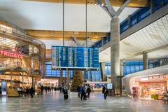 Architecture de terminal de départ d'aéroport international d'Oslo Gardermoen Photographie stock