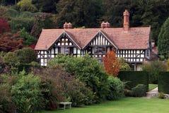 Architecture de Tudor au jardin de château de Powis dans Welshpool, Angleterre photographie stock