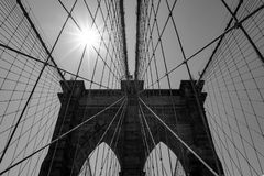 Details of the brooklyn bridge and the sun in black and white Royalty Free Stock Photos