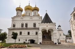 Architecture du monastère d'Ipatievsky de trinité sainte Ici le premier tsar de la dynastie de Romanov Photo stock