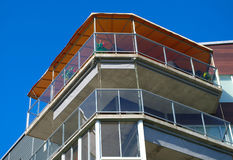 Architecture en verre de façade d'appartement de balcon de maison moderne Photos libres de droits