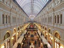 Architecture et intérieur de magasin d'état de Moscou (GOMME) Image stock