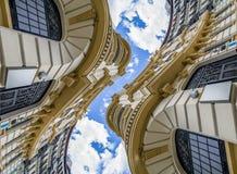 Architecture futuriste et abstraite, bâtiment néoclassique avec le GR photo stock