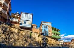 Architecture géorgienne traditionnelle dans la vieille ville de Tbilisi Photographie stock libre de droits