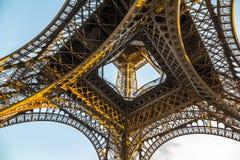 Architecture gentille de Tour Eiffel à Paris dans la soirée photo stock