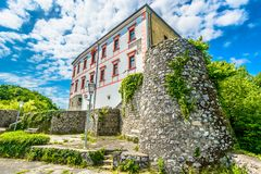 Architecture médiévale dans Ozalj, Croatie photo libre de droits