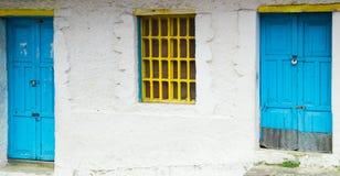 Architecture méditerranéenne de style avec le métal jaune Photos libres de droits
