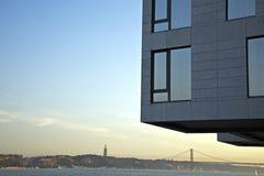 Architecture moderne à la rivière de Tejo, Lisbonne, Portugal Photographie stock