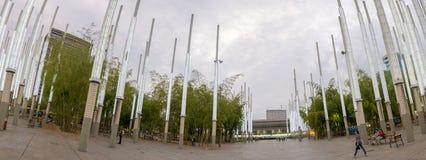 Architecture moderne au parc des lumières à Medellin la nuit Images stock