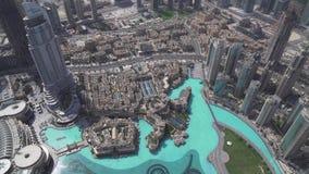 Architecture moderne Dubaï et Burj du centre Khalifa Lake au pied du bâtiment le plus grand dans la longueur de stock mondial banque de vidéos