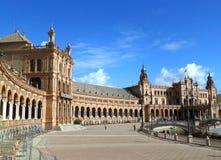 Architecture renversante de Plaza de Espana sous le ciel bleu, Séville Photo stock
