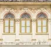 Architecture Sino-portugaise de beaucoup les bâtiments dans la ville de Phuket Photos libres de droits