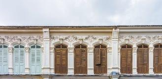 Architecture Sino-portugaise de beaucoup les bâtiments dans la ville de Phuket Photographie stock