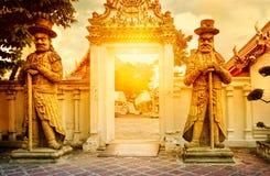 Architecture thaïlandaise classique en Wat Pho, Bangkok, Thaïlande Photographie stock