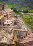Architecture typique de village médiéval espagnol avec des maisons folles Images libres de droits