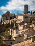 Architecture typique de village médiéval espagnol avec des maisons folles Photo libre de droits