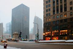 Architecture urbaine et grand fond de la vie de ville image stock