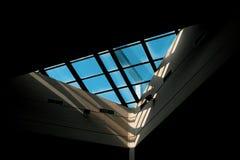 A architectured prachtig venster bij de centrale bibliotheek van de nationale technische universiteit van Athene stock afbeelding