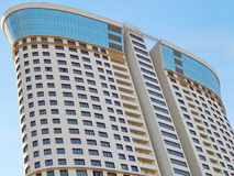 Architectuur Één van de moderne high-rise woonhuizen in Moskou Stock Afbeeldingen