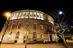 Architectuur in de Stad bij Nacht Stock Foto