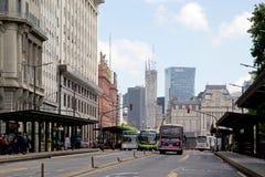 Architectuur en bussen in Buenos aires, Argentinië stock afbeelding