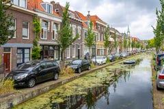 Architectuur en kanalen van Delft, Nederland stock fotografie