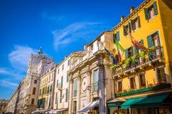 Architectuur en smalle kanalen in Venetië, Italië Stock Afbeeldingen