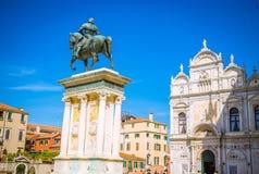 Architectuur en smalle kanalen in Venetië, Italië Stock Foto