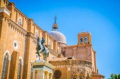 Architectuur en smalle kanalen in Venetië, Italië Stock Afbeelding