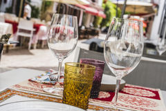 architectuur en straten van witte bloemen in Marbella Andalucia stock afbeelding
