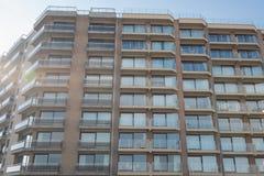 Architectuur - flatgebouwen in België, Vlaanderen in de rug stock foto