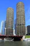 Architectuur op de Rivier van Chicago Stock Afbeeldingen