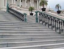 Architectuur: Stappen en leuning die tot de het Capitoolbouw van de V.S. leiden in Washington DC Stock Afbeeldingen