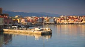 Architectuur van de Venetiaanse haven in Chania bij dageraad stock videobeelden