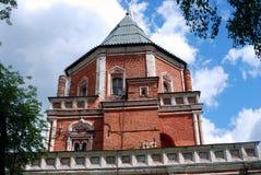 Architectuur van Izmailovo-manor in Moskou Brugtoren Stock Afbeelding