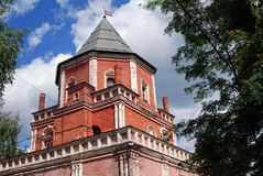 Architectuur van Izmailovo-manor in Moskou Brugtoren Royalty-vrije Stock Afbeeldingen