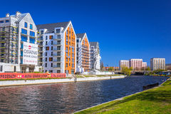 Architectuur van moderne flats bij Motlawa-rivier in Gdansk Royalty-vrije Stock Foto's