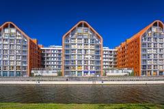 Architectuur van moderne flats bij Motlawa-rivier in Gdansk Royalty-vrije Stock Afbeeldingen