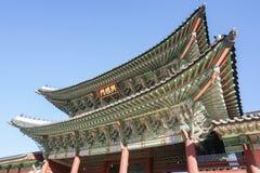 Architectuur van oud die dak bij paleis in Seoel Zuid-Korea wordt genomen Stock Afbeeldingen
