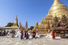 Architectuur van Shwezigon-Pagode in Bagan Stock Afbeelding