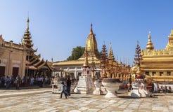 Architectuur van Shwezigon-Pagode in Bagan Stock Afbeeldingen