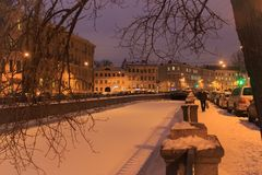 Architectuur van St. Petersburg De winterrivier Stock Fotografie