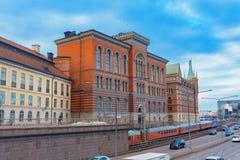 Architectuur van Stockholm, Zweden Gebruikelijke straat, auto's, trein stock foto's