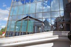 Architectuur van VDNH-park in Moskou De bezinning van de glasmuur Stock Afbeeldingen