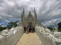 Architectuur Wat Rong Khun Thai: วัณ à¸£à ¹ ˆà¸à¸ ‡ ภ'à¸¸à ¹ ˆà¸™, Witte Tempel in Chiang Rai Province, Thailand royalty-vrije stock fotografie