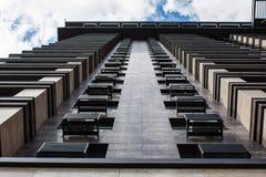 Architectuurdetail, Moderne Voorgevel van de Bouw Panoramische onderkant en perspectiefmening van wolkenkrabbers het hoge toeneme Royalty-vrije Stock Foto's