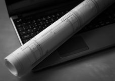 Architectuurplan op laptop Royalty-vrije Stock Foto